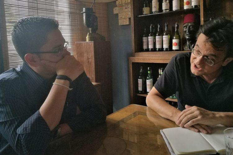 Penulis mengobrol dengan dengan Dr Prashanth.