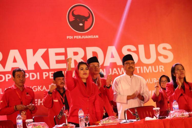 Saifullah Yusuf-Puti Guntur Soekarno berkomitmen mengakselerasi program kerakyatan bila memimpin Jawa Timur. Komitmen itu disampaikan saat Rapat Kerja Daerah Khusus (Rakerdasus) Jawa Timur, Sabtu (3/2/2018).