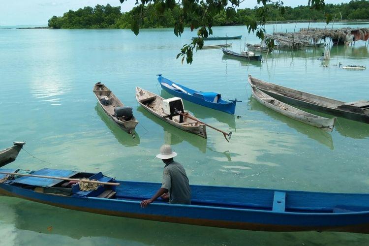 Pantai Liya Togo, di sisi selatan Pulau Wangi-Wangi, Wakatobi, Sulawesi Tenggara menjadi salah satu obyek wisata pariwisata yang dikelola masyarakat setempat.