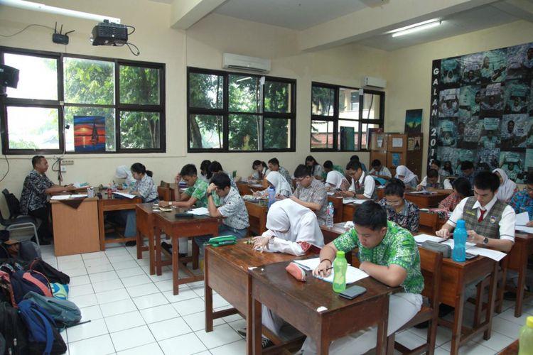 364 Siswa Terbaik SMA/MA DKI Jakarta, Kamis (19/4/2018), mengikuti seleksi olimpiade sains tingkat provinsi (OSP) di SMA 39, Cijantung Jakarta.