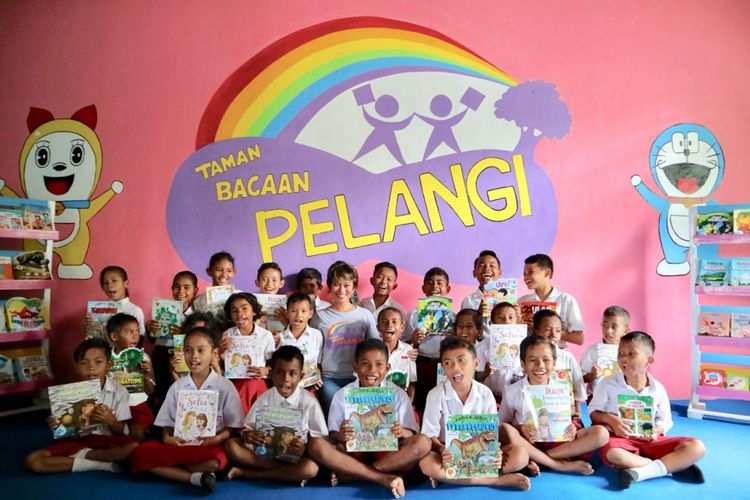 Pendiri Taman Baca Pelangi, Nila Tanzil. Hingga kini, sudah berdiri 82 taman baca di penjuru Indonesia timur.