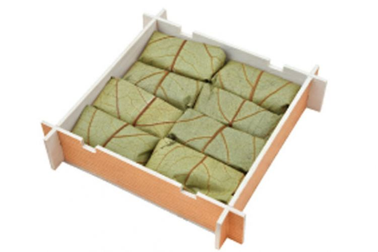 """Kakinoha sushi mix"" seharga 1.100 yen"