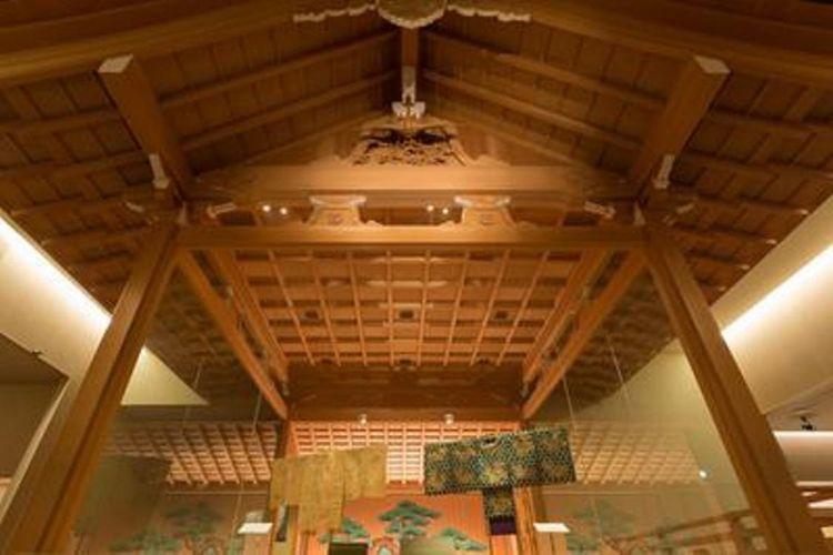 Ruang galeri keempat yang dibuat dari kayu cemara Jepang, mereproduksi panggung pertunjukan Noh yang berada di depan aula di Ninomaru Goten di kastil Nagoya