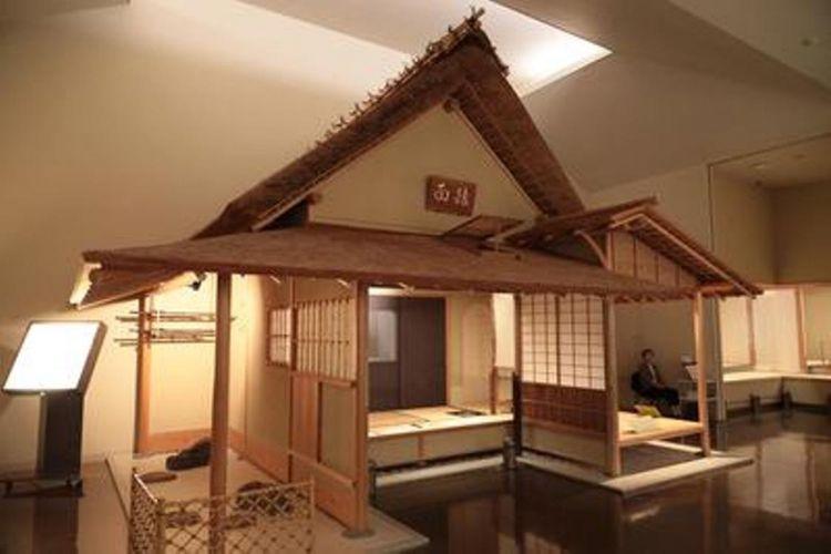 Ruang galeri kedua memperkenalkan budaya upacara minum teh. Reproduksi ruang teh yang dipindahkan dari kastil Kiyosu yang merupakan puri Oda Nobunaga ke Ninomaru Goten di kastil Nagoya