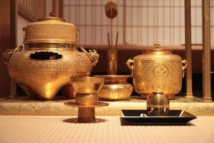 """Properti Warisan Budaya """"Peralatan minum teh yang terbuat dari Emas"""""""