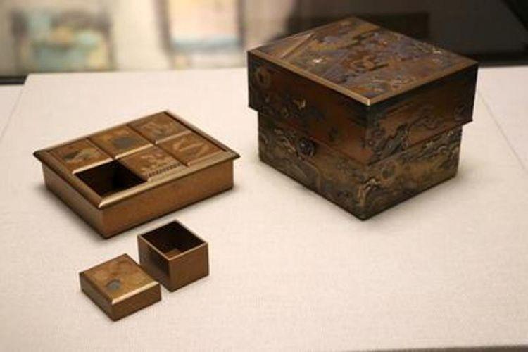 """Harta kekayaan nasional """"Hatsune Makie Box"""", diwakili dengan motif yang dinamai sesuai dengan sebuah judul buku"""