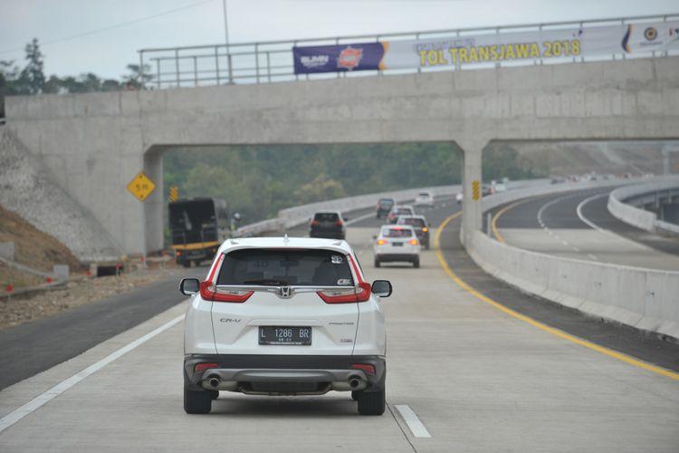 Honda CR-V Turbo Melintas Tol Trans Jawa