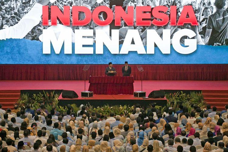 Calon Presiden nomor urut 02 Prabowo Subianto (kiri) didampingi calon Wakil Presiden Sandiaga Uno (kanan) menyampaikan pidato kebangsaan di Jakarta Convention Center, Jakarta, Senin (14/1/2019). Prabowo-Sandiaga menyampaikan pidato kebangsaan dengan tema Indonesia Menang yang merupakan tagline visi dan misinya. ANTARA FOTO/Galih Pradipta/ama.
