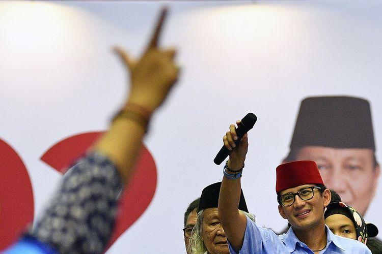 Calon Wakil Presiden nomor urut 02 Sandiaga Uno menyapa pendukungnya saat kampanye terbuka di Gelanggang Remaja Jakarta Utara, Tanjung Priok, Jakarta Utara, Senin (25/3/2019). Dalam kampanye tersebut Sandiaga Uno mengajak seluruh simpatisan untuk memenangkan dirinya serta Prabowo Subianto yang maju dalam Pemilu pada April mendatang. ANTARA FOTO/Sigid Kurniawan/foc.