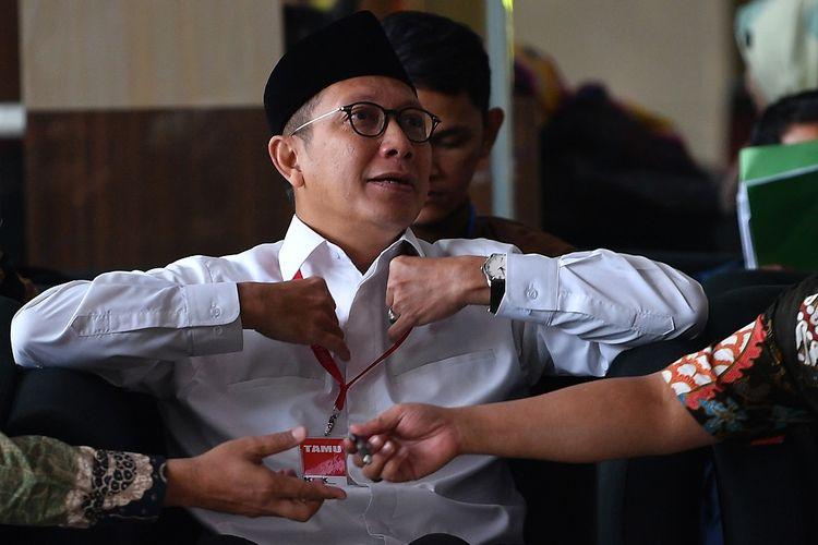 Menteri Agama Lukman Hakim Saifuddin menunggu untuk menjalani pemeriksaan di kantor KPK, Jakarta, Rabu (8/5/2019). Lukman diperiksa sebagai saksi kasus dugaan suap seleksi jabatan di lingkungan Kementerian Agama tahun 2018-2019 dengan tersangka Romahurmuziy. ANTARA FOTO/Sigid Kurniawan/wsj.