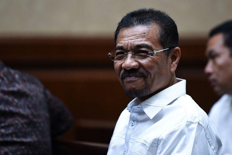 Mantan Mendagri Gamawan Fauzi bersiap memberikan keterangan ketika menjadi saksi untuk terdakwa mantan Kepala Divisi PT Hutama Karya, Budi Rachmat Kurniawan di Pengadilan Tipikor, Jakarta, Senin (17/6/2019). JPU menghadirkan lima saksi termasuk Gamawan Fauzi untuk menggali keterangan terkait dugaan korupsi proyek pembangunan gedung IPDN. ANTARA FOTO/Wahyu Putro A/pras.