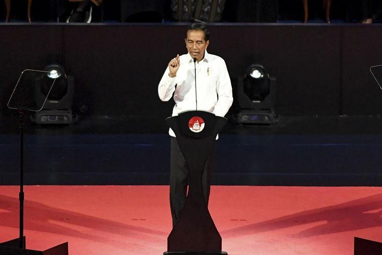 Presiden terpilih Joko Widodo menyampaikan pidato pada Visi Indonesia di Sentul International Convention Center, Bogor, Jawa Barat Minggu (14/7/2019). Joko Widodo menyampaikan visi untuk membangun Indonesia di periode kedua pemerintahannya diantaranya pembangunan infrastruktur, pembangunan sumber daya manusia, investasi, reformasi birokrasi dan efektifitas serta efisiensi alokasi dan penggunan APBN. ANTARA FOTO/Hafidz Mubarak A/pd.