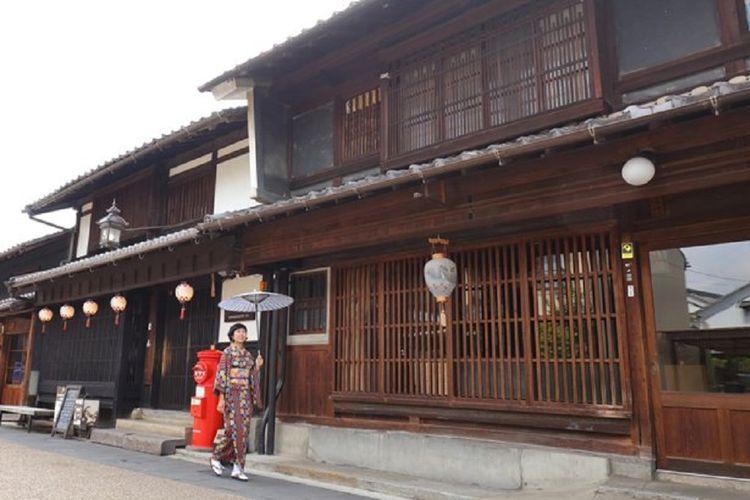Kagumi pemandangan tradisional sambil bersantai di Kota Kawaramachi yang indah.