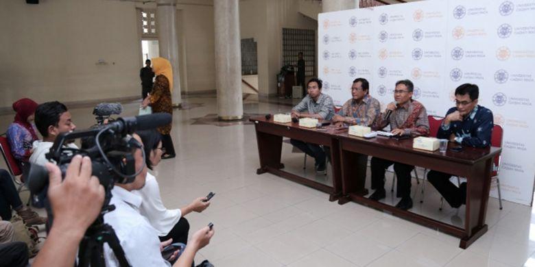 Rektor UGM, Prof. Panut Mulyono menegaskan dalam konferensi pers (15/10/2018) tidak ada proses drop out (DO) kepada mahasiswa terkait rencana penyelenggaraan seminar Kebangsaan Kepemimpinan Era Milenial yang rencananya diadakan pada Jumat (12/10) lalu.