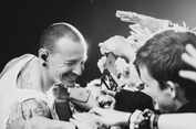 Chester Bennington, Linkin Park, dan Sepak Bola