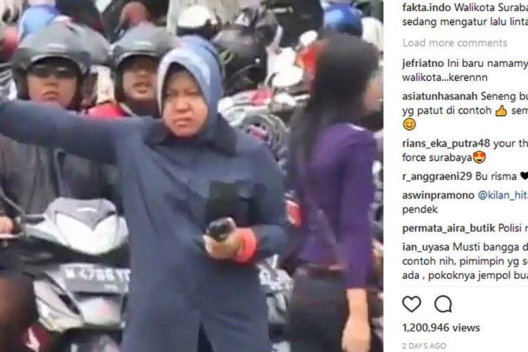 Wali Kota Surabaya Mengatur Lalu Lintas