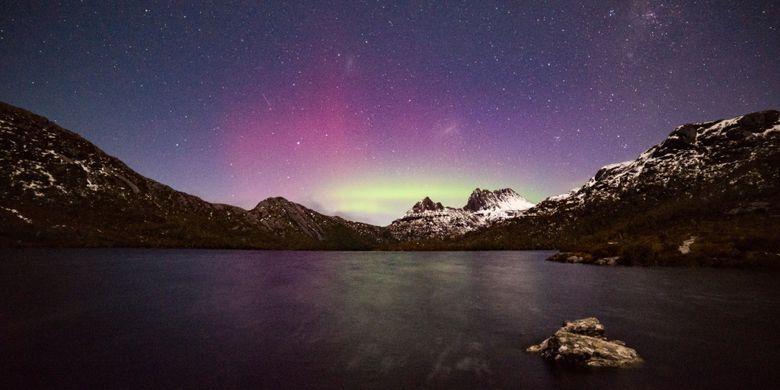 Musim dingin di Australia jadi waktu yang tepat untuk menyaksikan Southern Lights atau Aurora Australis.