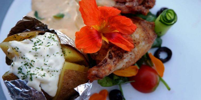Salah satu jenis makanan yang ditawarkan dalam makan malam romantis saat Valentine di GH Universal Hotel.