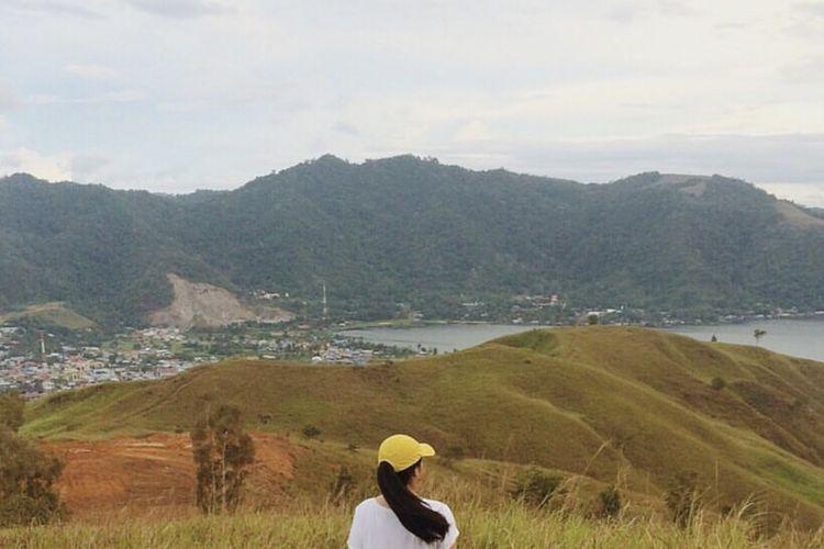 Bukit Buper Wamena merupakan bukit yang terletak di salah satu pulau kecil di sekitar Danau Sentani, Papua.