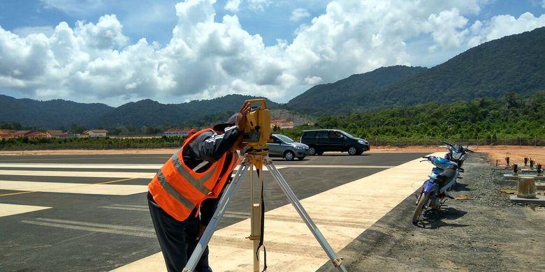 Pembangunan Bandara Letung di Kabupaten Kepulauan Anambas, Provinsi Kepulauan Riau, Minggu (26/2/2017)
