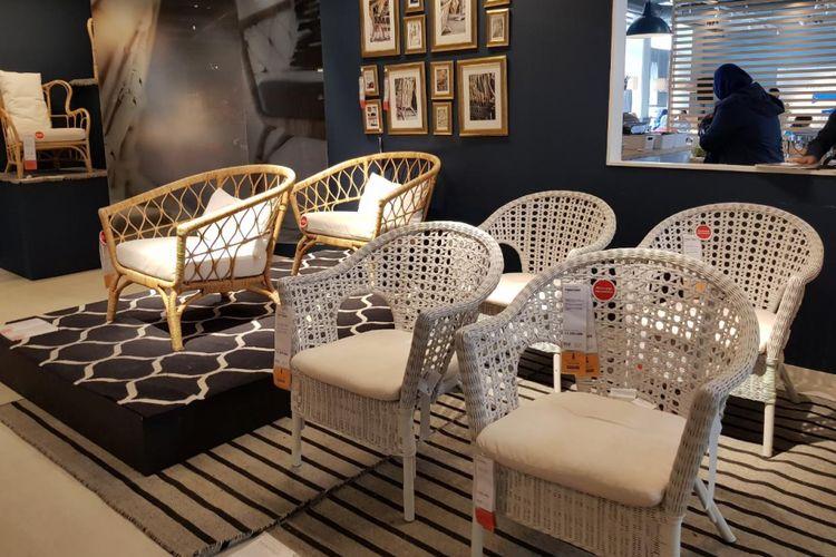Kursi rotan IKEA yang diproduksi di Indonesia