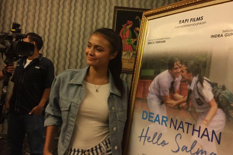 Amanda Rawles menghadiri syukuran film Dear Nathan: Hello Salma di kantor Rapi Film, Cikini, Jakarta Pusat, Selasa (16/5/2018).