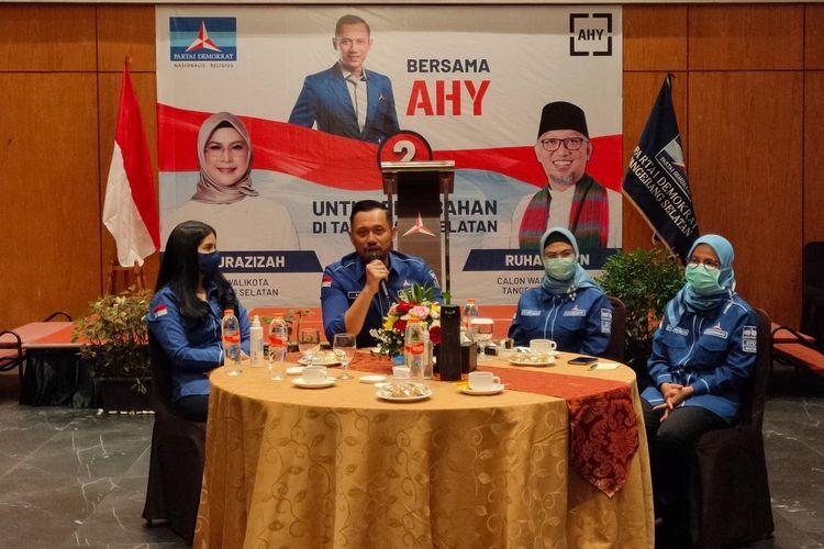 Dari kiri ke kanan, Annisa Larasati Pohan dan Ketua Umum Partai Demokrat Agus Harimurti Yudhoyono bersama Calon Wali Kota Tangerang Selatan Siti Nurazizah dan Ketua DPD Demokrat Banten Iti Octavia Jayabaya, Rabu (18/11/2020).