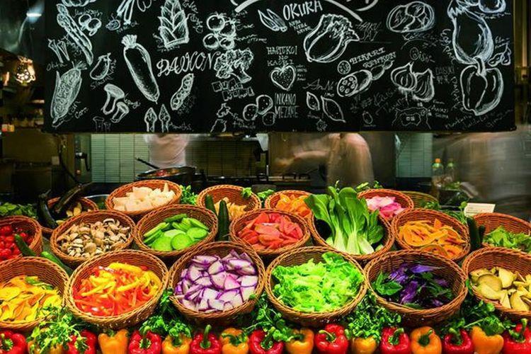Bar salad yang spesial memiliki 15 jenis sayuran segar yang berasal dari perkebunan seluruh negeri. Potongan sayuran di restoran ini begitu juicy dan menyegarkan.