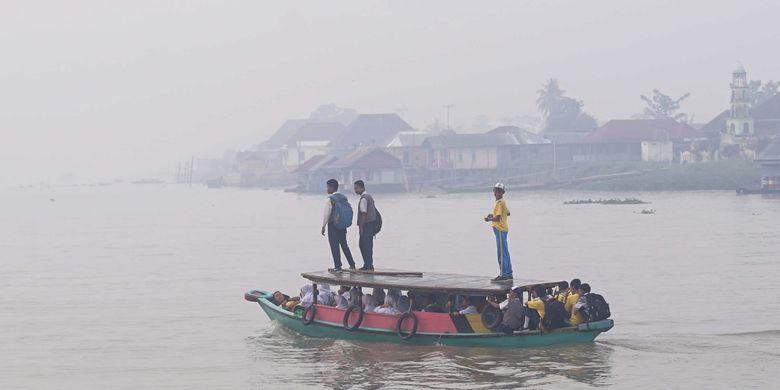 Kondisi udara di Palembang diselimuti kabut asap kebakaran hutan dan lahan. Akibatnya, kualitas udara di Palembang pun menyentuh kepada level tidak sehat.