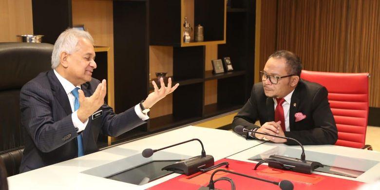 Dalam kunjungan kerjanya ke Kuala Lumpur, Menaker RI Hanif Dhakiri bertemu dengan Jaksa Agung Malaysia Tommy Thomas, untuk menyampaikan protes keras atas persidangan kasus kematian Tenaga Kerja Indonesia (TKI) Adelina Lisao dan meminta kasus dibuka kembali.