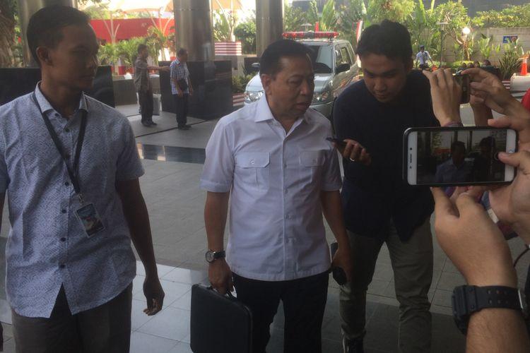 Mantan Anggota DPR RI Setya Novanto tiba di Gedung Merah Putih KPK, Jakarta, Senin (27/8/2018).untuk periksa sebagai saksi kasus kesepakatan kontrak kerja sama pembangunan PLTU Riau-1 di Provinsi Riau.