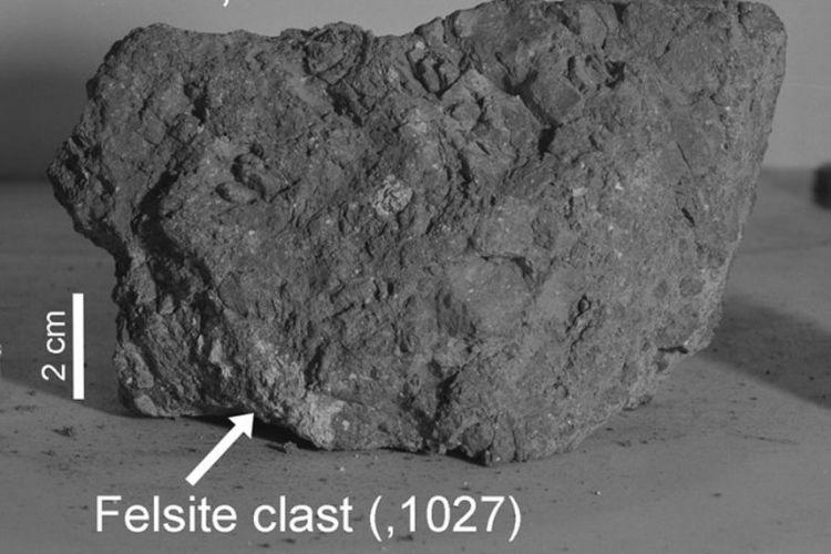 Big Bertha, sampel batuan yang dibawa para astronot Apollo 14 (1971) diyakini berasal dari Bumi.