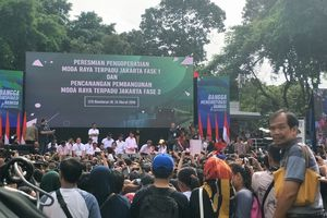 Ketika Jokowi Membuat Menteri hingga Artis Duduk Lesehan di Panggung MRT...