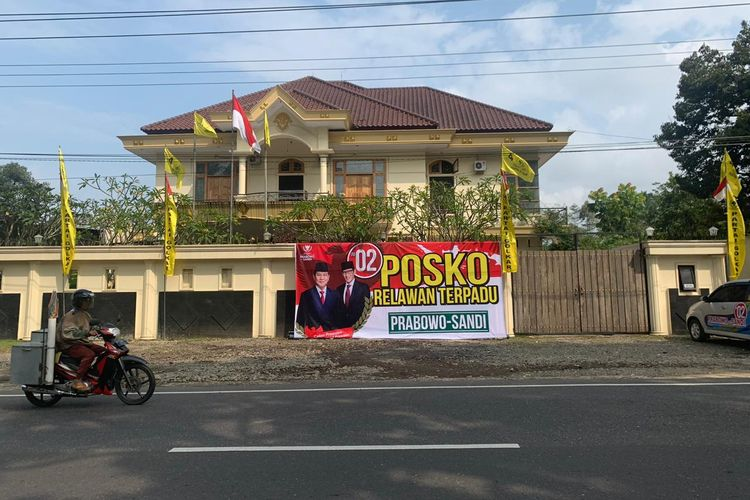 Rumah mantan Ketua DPD Golkar Wonosobo, Jawa Tengah, dijadikan Posko Relawan Prabowo Sandi, Kamis (11/4/2019)