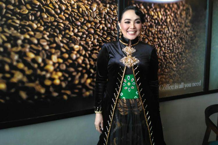 Penyanyi Dewi Gita saat ditemui dalam sebuah acara di Pesona Square, Depok, Jawa Barat, Minggu (21/4/2019).