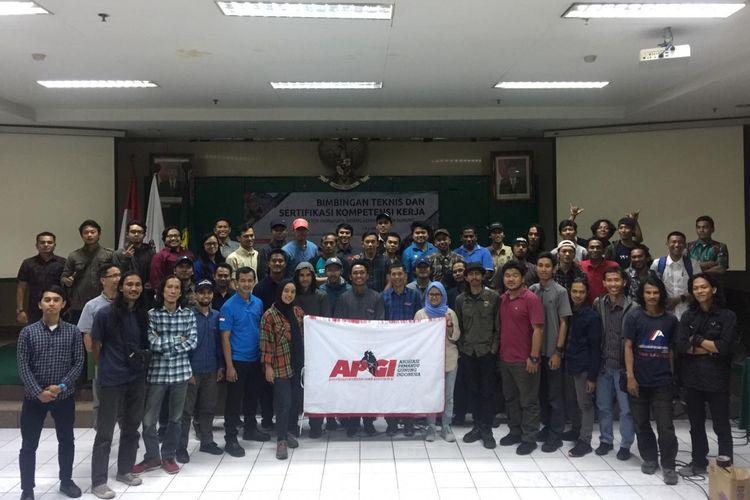 Sertifikasi pemandu gunung oleh Asosiasi Pemandu Gunung Indonesia (APGI) di Universitas Negeri Jakarta, Jakarta, Mei lalu.