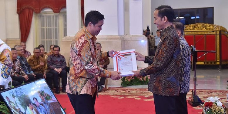 Serahkan DIPA ke Pimpinan Daerah, Jokowi Ingatkan Semangat APBN 2019