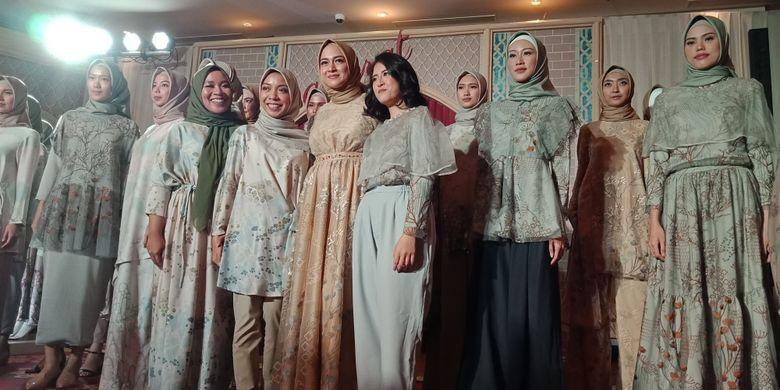 Koleksi Raya dari label busana muslim KAMI. Tiga koleksi terbaru diperkenalkan, yakni Marra, Hanagami & Varsada dan Promenade di Ballroom Hotel The Ritz Carlton, Jakarta, Rabu (16/5/2018).