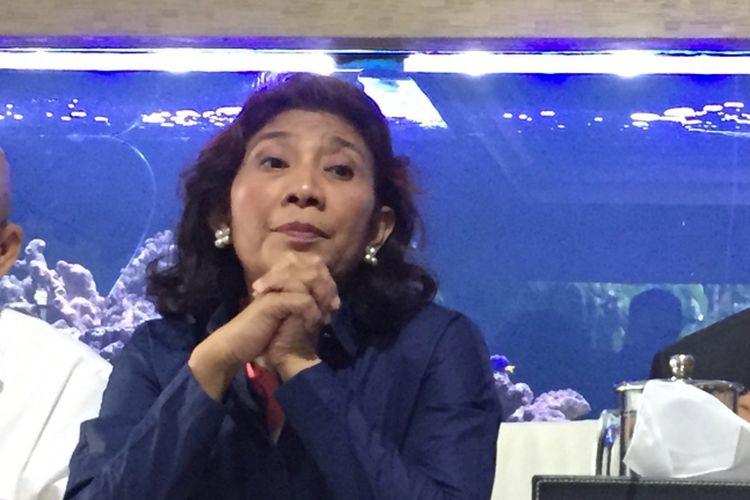 Menteri Kelautan dan Perikanan Susi Pudjiastuti saat mengadakan konferensi pers di rumah dinas Susi, Jakarta Selatan, Senin (4/12/2017).