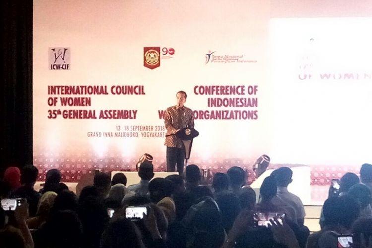 Presiden Joko Widodo saat berpidato di acara Temu Nasional Kongres Wanita Indonesia ke-90 dan Sidang Umum International Council of Woman (ICW) ke-35