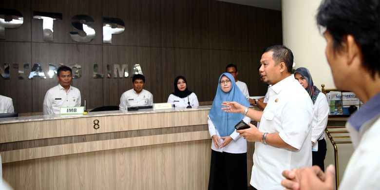 Berkunjung ke DPMPTSP, Pj Wali Kota Makassar Minta Pelayanan Ditingkatkan