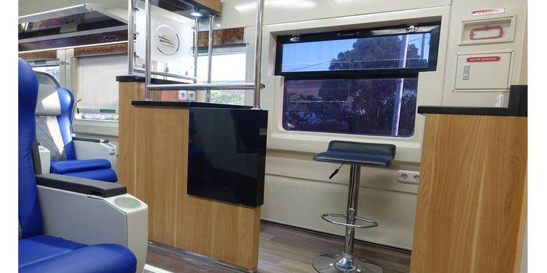 Minibar di gerbong KA Luxury 2
