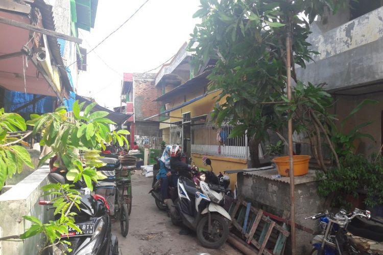 Suasana di RW 17, Penjaringan, Jakarta Utara, yang disebut sebagai salah satu tempat terpadat dan terkumuh di DKI Jakarta, Selasa (13/2/2018).