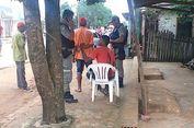 Meski Pisau Menancap di Punggung, Pria Ini Santai Menunggu Bantuan