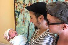 Pria Transgender Asal AS Melahirkan Bayi Laki-laki