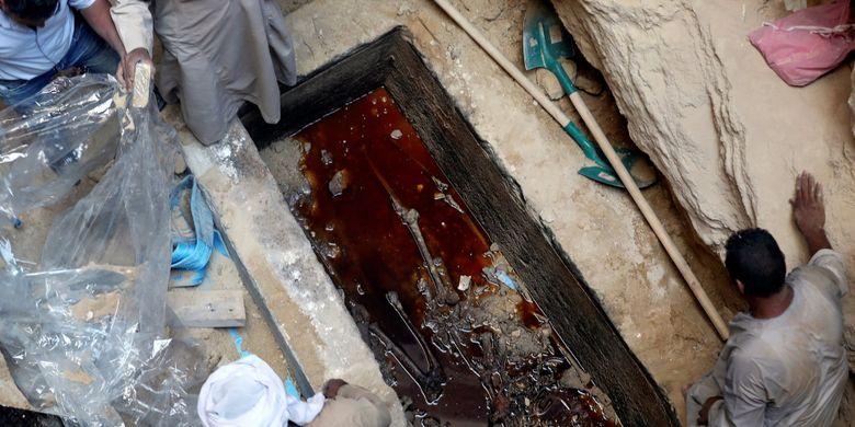 Peti mati kuno atau sarkofagus yang ditemukan di Mesir dibuka, begini isinya.