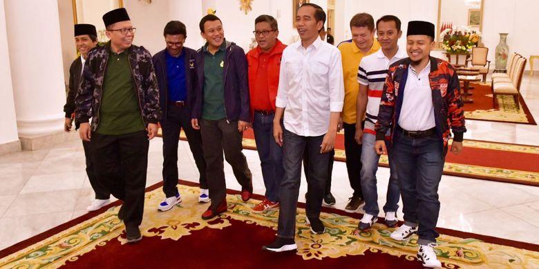 Sneakers, Kaus Berkerah, dan Celana Jeans, Cermin Politik Muda dan Rileks dari Koalisi Jokowi