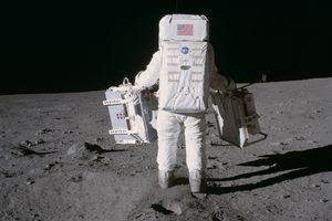 Hari Ini dalam Sejarah: Manusia Pertama yang Berhasil Jejakkan Kaki di Bulan