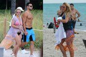 Melihat Britney Spears dengan Bikini 'Pink' dan Sandal Birkenstock...