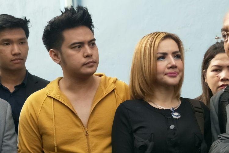 Galih Ginanjar dan Barbie Kumalasari saat diabadikan di kawasan Tendean, Jakarta Selatan, Senin (8/7/2019).